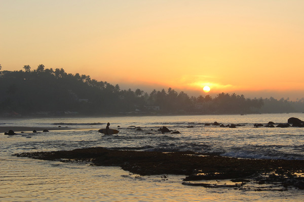 dawn-patrol-mirissa-beach